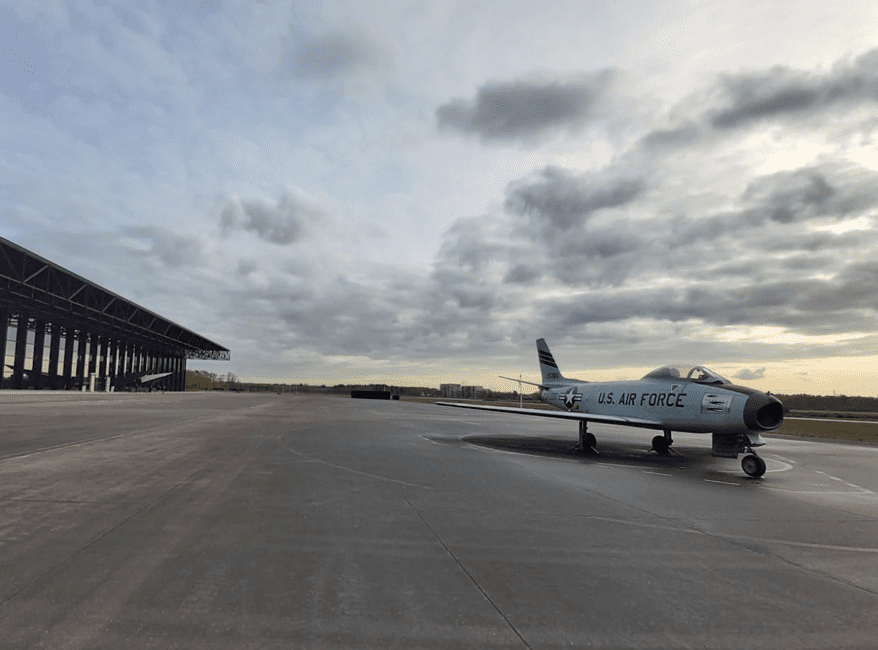 Prachtig gevechtsvliegtuig uit de Tweede Wereldoorlog, Park Vliegbasis Soesterberg